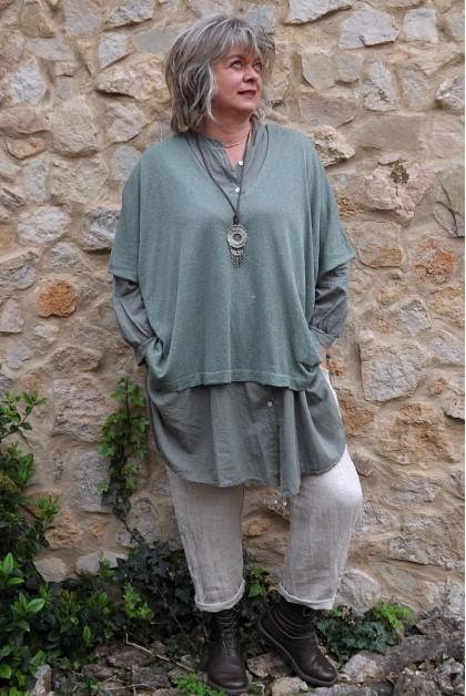 Top maille légère kaki Barbara, chemise Coco et pantalon Gabriel lin