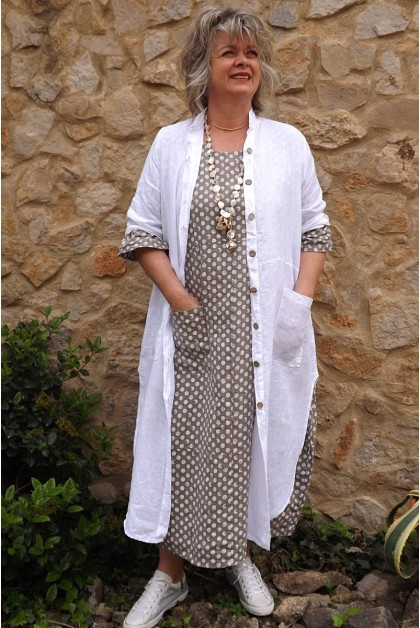Veste longue en lin Aloïs blanche et robe lin Diane taupe