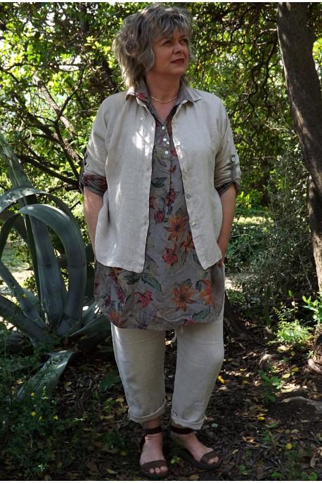 Chemise lin Albane beige, chemise lin Laura et pantalon lin Gabriel.