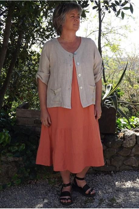 Veste en lin Colette Beige et robe Anastasia en coton gaufré.