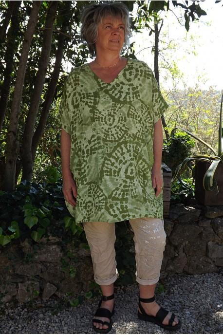 Tunique lin grande taille Adrienne verte et pantalon Tim beige imprimé.