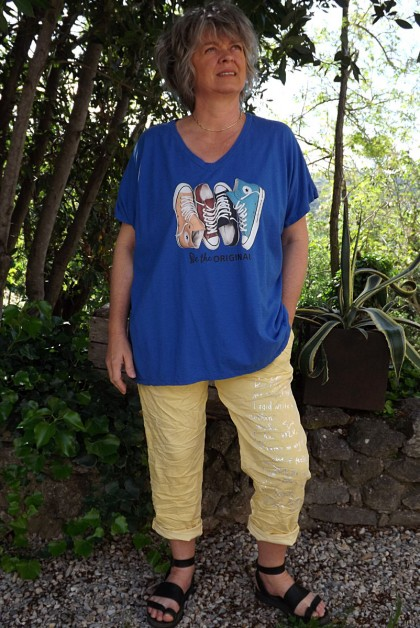 T-Shirt imprimé basket bleu roi et pantalon Tim