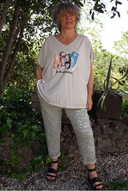 T-Shirt imprimé basket beige et pantalon Tim